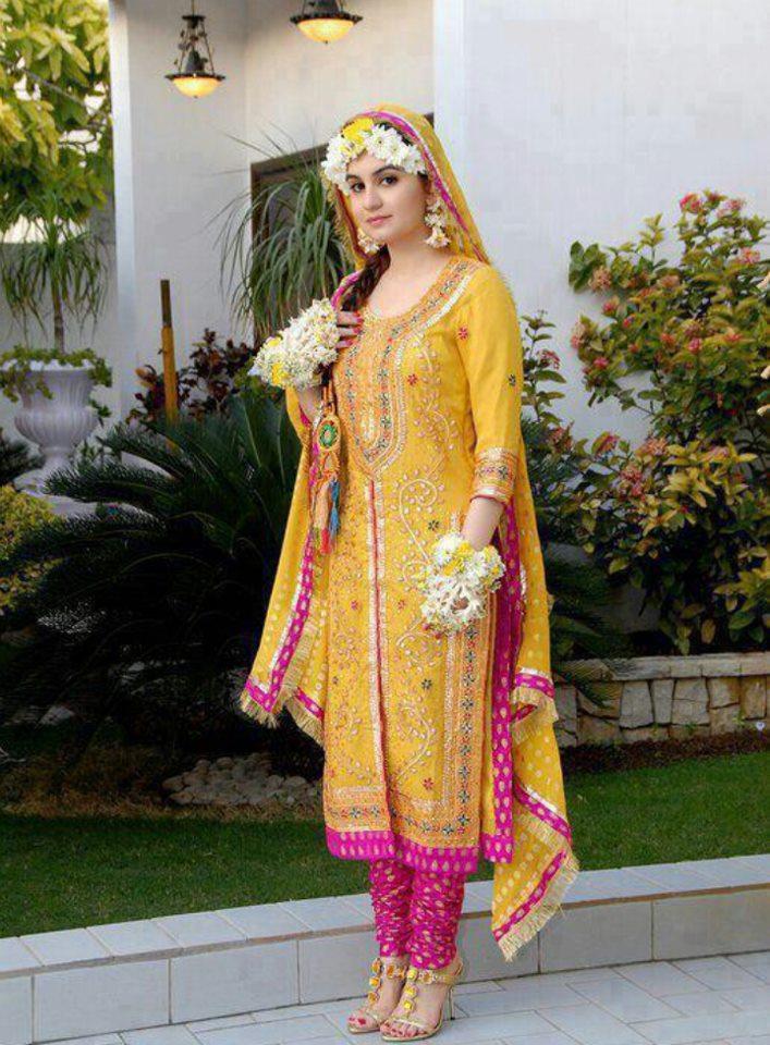 Yellow-Bridal-Mehndi-Dresses (1)