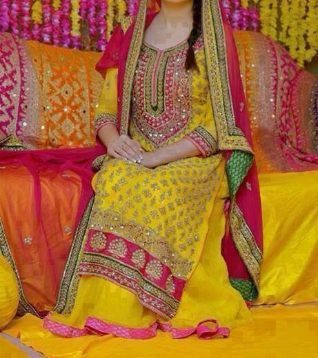Yellow-Bridal-Mehndi-Dresses (10)
