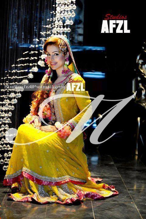 Yellow-Bridal-Mehndi-Dresses (11)