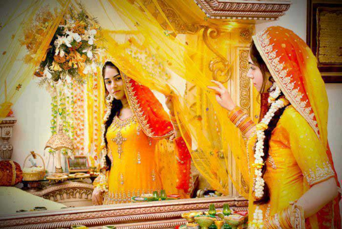 yellow bridal mehndi dresses