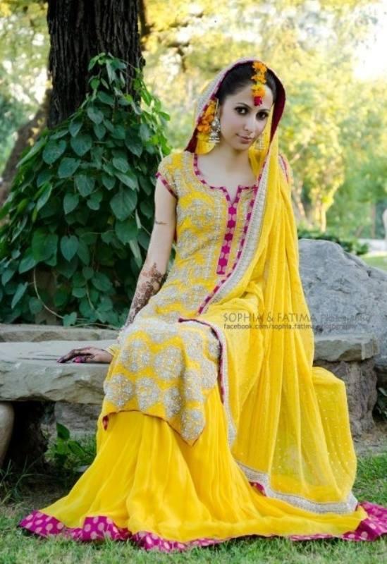 Yellow-Bridal-Mehndi-Dresses (8)
