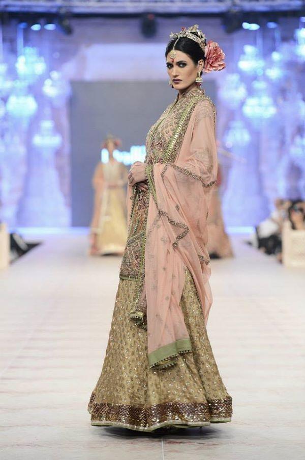 PFDC-L'Oreal-Paris-Bridal-Week-Fahad-Hussayn-Collection (10)