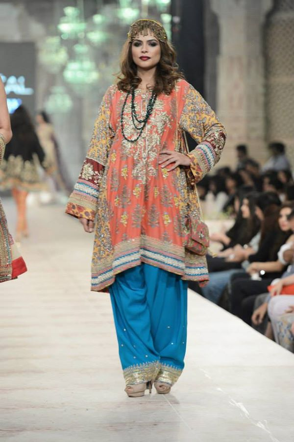 Zara-Shahjahan-Collection-at-pfdc-L'Oreal-Paris-Bridal-Couture-Week (11)