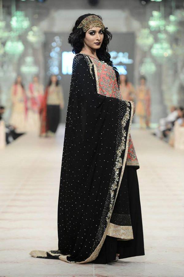 Zara-Shahjahan-Collection-at-pfdc-L'Oreal-Paris-Bridal-Couture-Week (12)