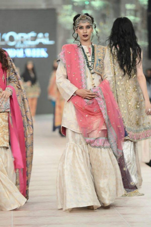 Zara-Shahjahan-Collection-at-pfdc-L'Oreal-Paris-Bridal-Couture-Week (17)