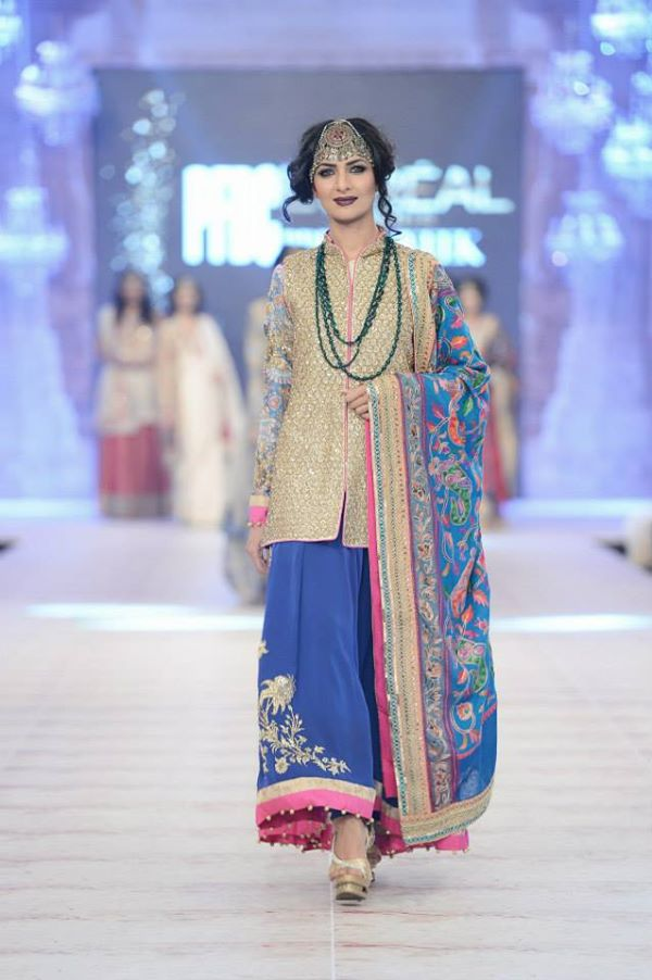 Zara-Shahjahan-Collection-at-pfdc-L'Oreal-Paris-Bridal-Couture-Week (25)