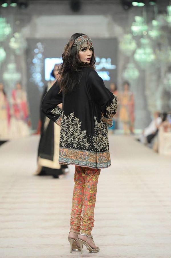 Zara-Shahjahan-Collection-at-pfdc-L'Oreal-Paris-Bridal-Couture-Week (7)