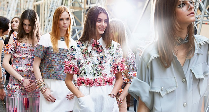 chanel-spring-summer-2015-ready-to-wear-backstage-view (10)