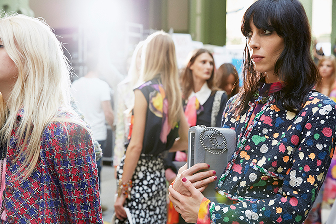 chanel-spring-summer-2015-ready-to-wear-backstage-view (11)