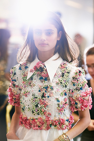 chanel-spring-summer-2015-ready-to-wear-backstage-view (3)