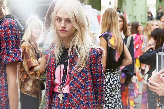 chanel-spring-summer-2015-ready-to-wear-backstage-view (6)