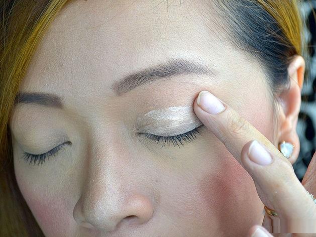 how-to-apply-liquid-eyeliner-step-by-step-tutorial-10