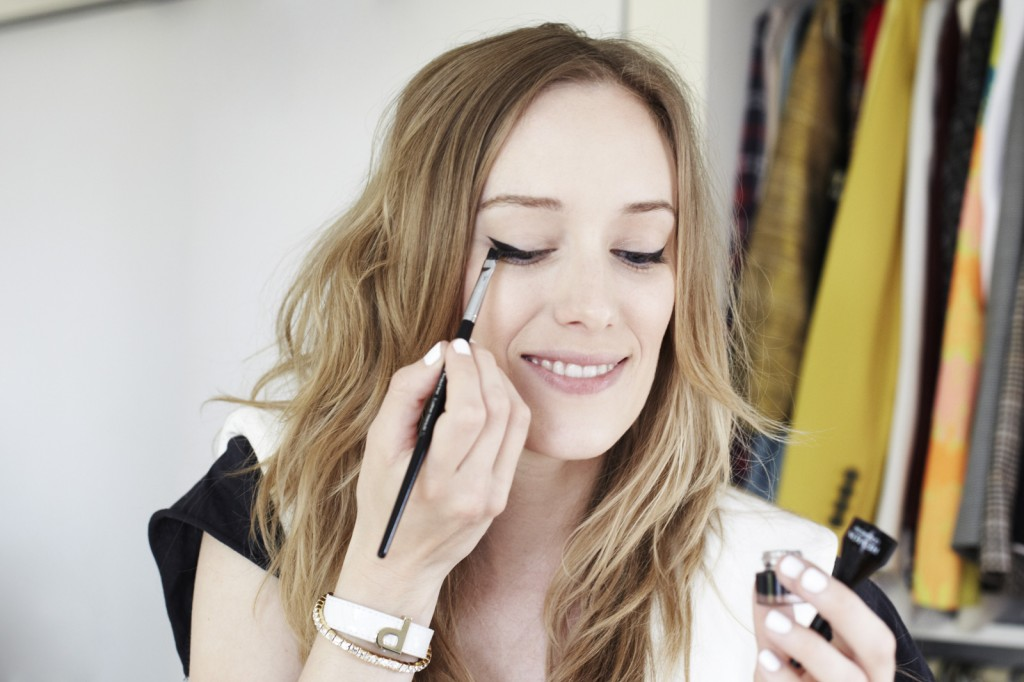 how-to-do-perfect-cat-eye-makeup-2