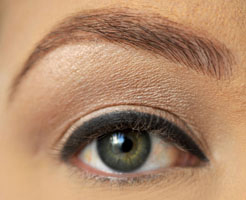 how-to-do-perfect-cat-eye-makeup-step2