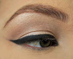 how-to-do-perfect-cat-eye-makeup-step5