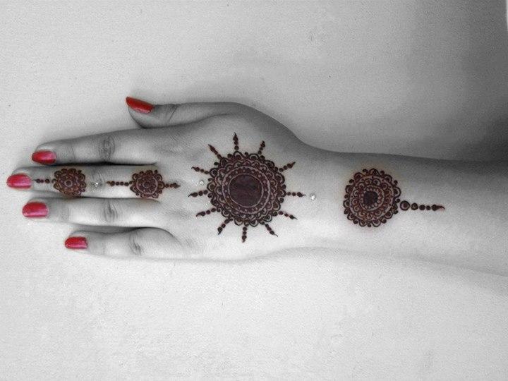 Gol-Tiki-Mehndi-designs (10)