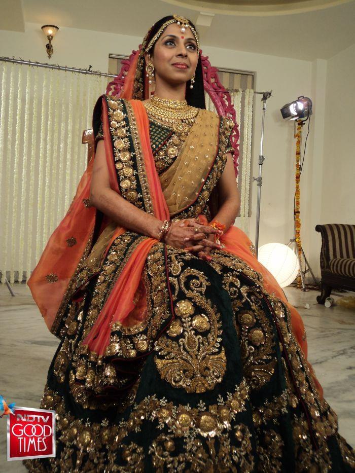 Designer-Embroidered-Indian-Bridal-Sarees-1 (3)