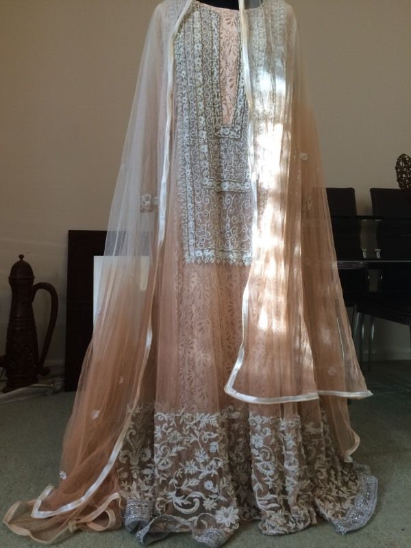 Beautiful-Maxi-Style-Dresses-in-Pakistan (1)