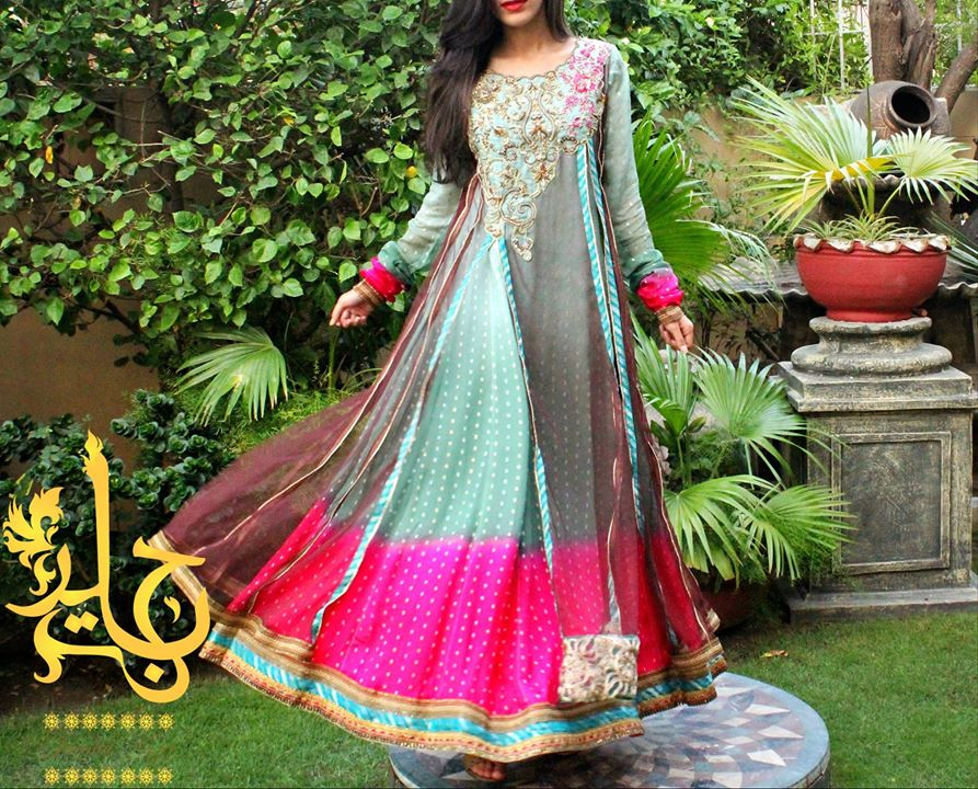 Beautiful-Maxi-Style-Dresses-in-Pakistan (17)