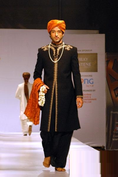 Pakistani-Designer-Grooms-Dresses-Collection (27)