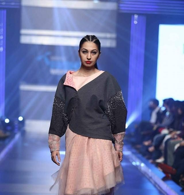 Telenor-Bridal-Couture-Week-2015-2016-All-Collections (2)