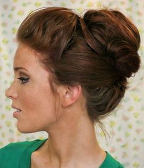 Beautiful-Bun-Hairstyles-for-women (20)