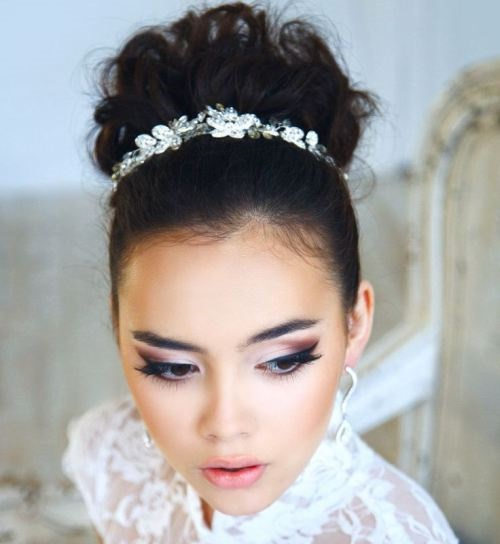 Beautiful-Bun-Hairstyles-for-women (23)