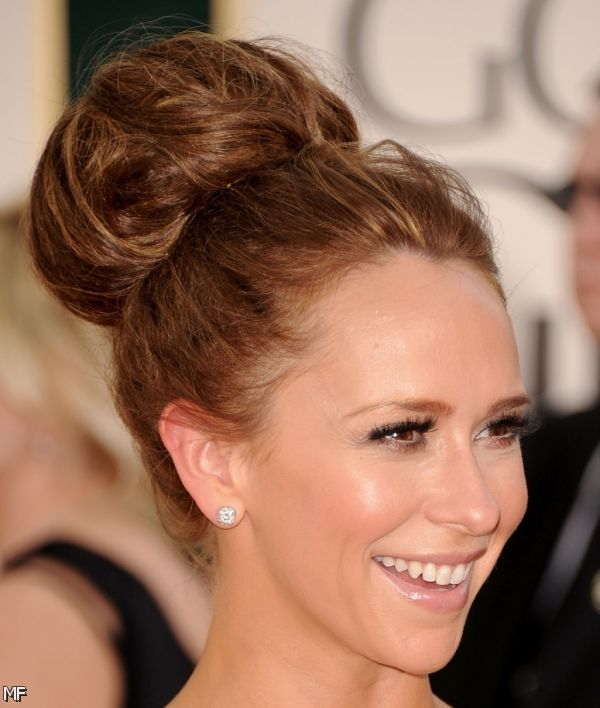 Beautiful-Bun-Hairstyles-for-women (32)