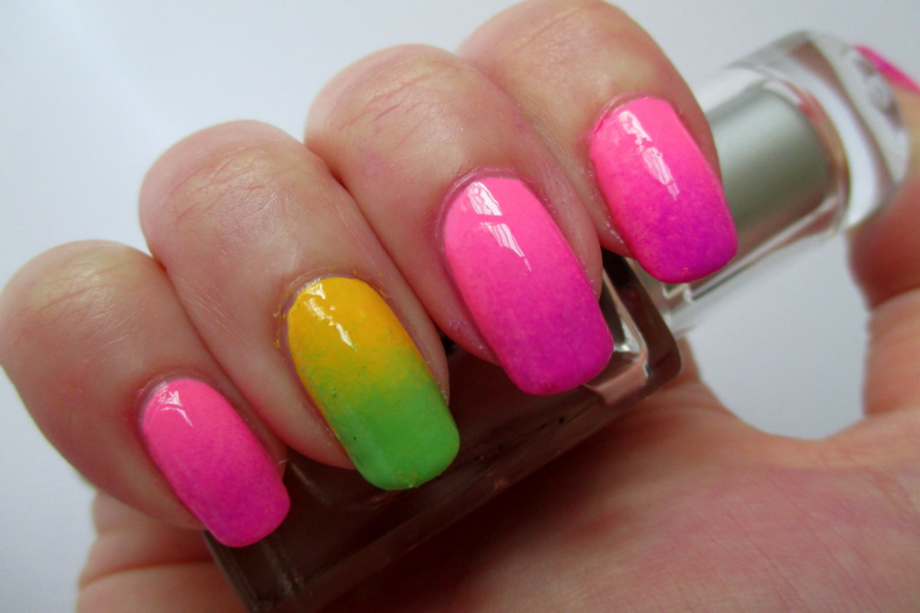 Best-Neon-Nail-Art-Designs-and-Colors (17)