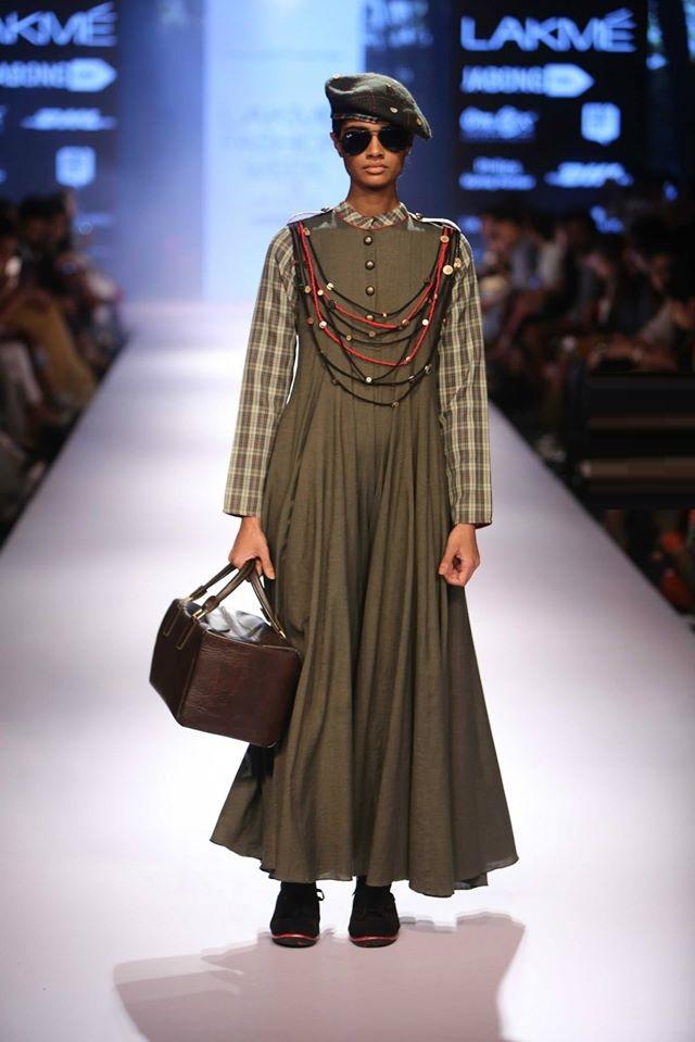 AARTIVIJAY-GUPTA-MAYANK-ANAND-SHRADDHA-NIGAM-SONAAKSHI-at-Lakme-Fashion-Week (2)