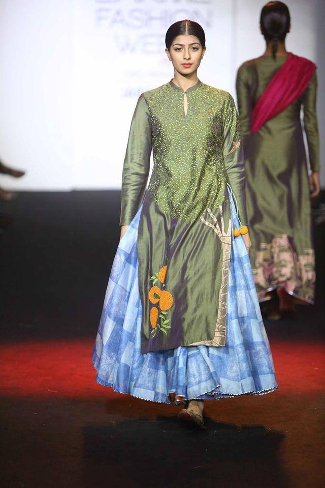 DIVYA-REDDY-PRIYAM-NAYARAN-VINEET-RAHUL-at-Lakme-Fashion-Week (1)