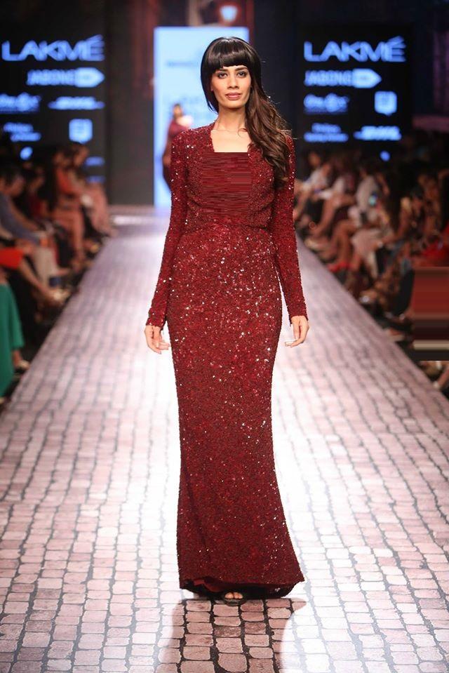 MONISHA-JAISING-at-Lakme-Fashion-Week (1)