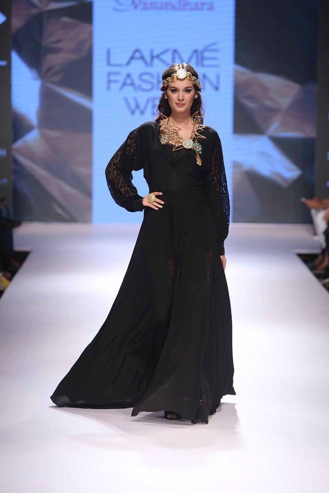 VASUNDHARA-ARMAAN-AIMAN-STEPHANY- URVASHI-JONEJA-at-Lakme-Fashion-Week (2)