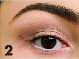 how to apply winged eyeliner (2)