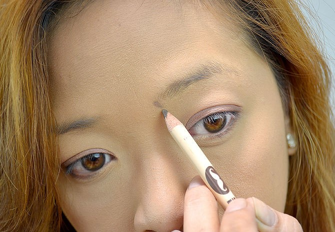 step-2-how-to-shape-eyebrows (2)