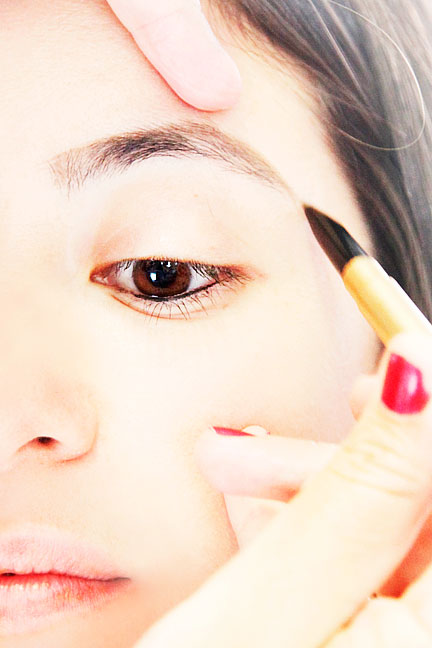 step-3-how-to-shape-eyebrows (3)