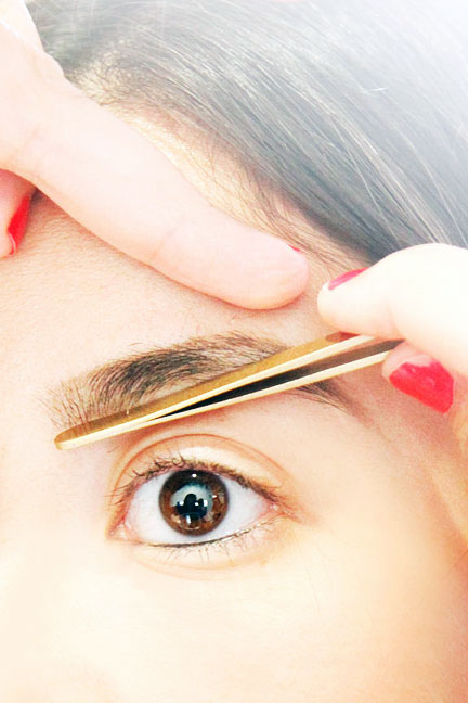 step-7-how-to-shape-eyebrows (1)