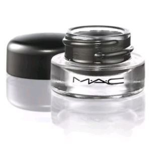 top-10-makeup-products-every-girl-must-have (6)