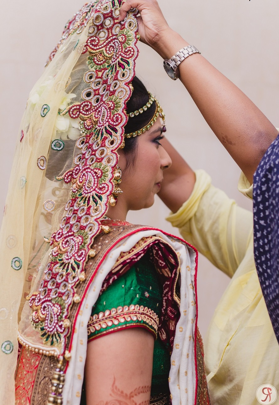 Indian-Bridal-Dupatta-Setting-Styles-and-Trends (11)