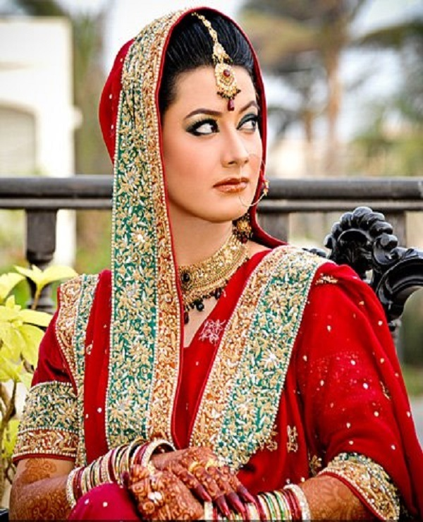 Pakistani-Bridal-Dupatta-Setting-Styles-and-Trends (32)