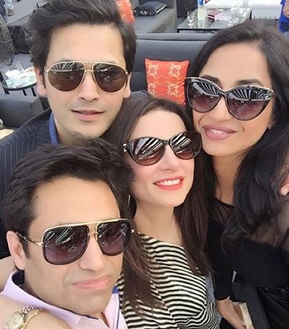 Asim-jofa-pictures-with-freids-and-family (3)