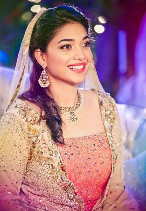 Sanam-Jung-Biography-and-Mehndi-Pictures (8)