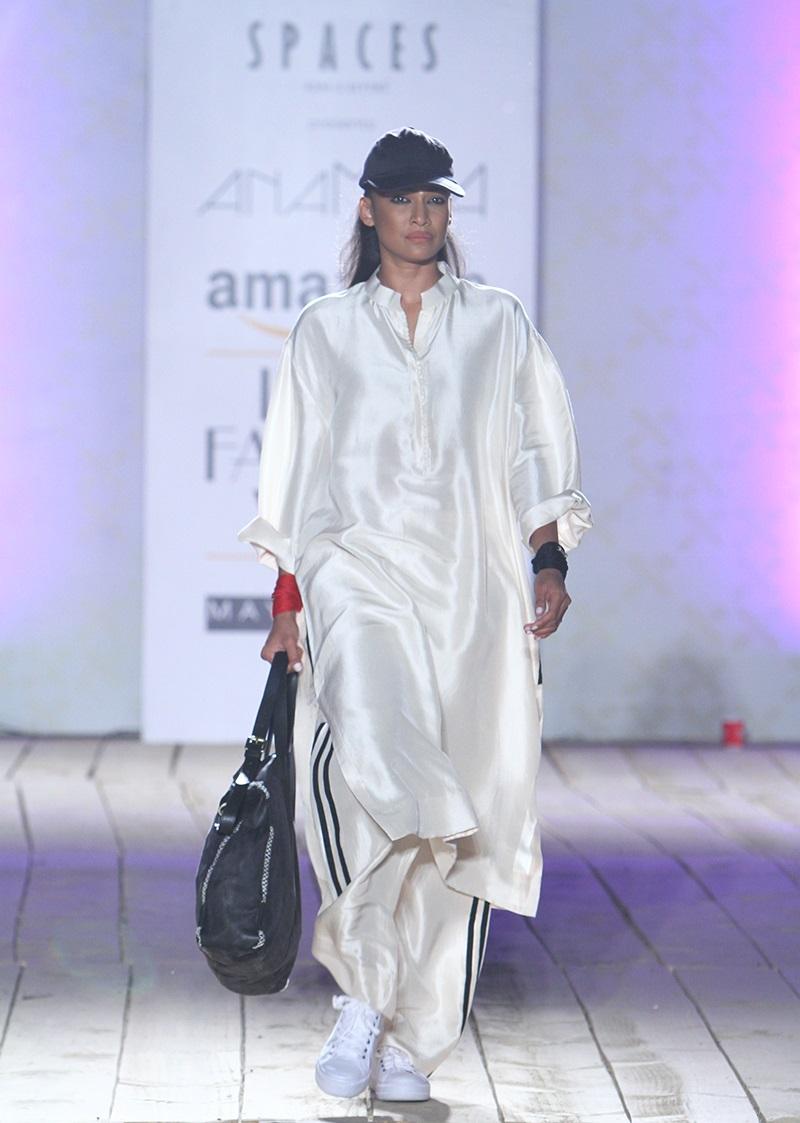 AnaMika-Summer-2016-2017-at-Amazon-India-Fashion-Week (1)