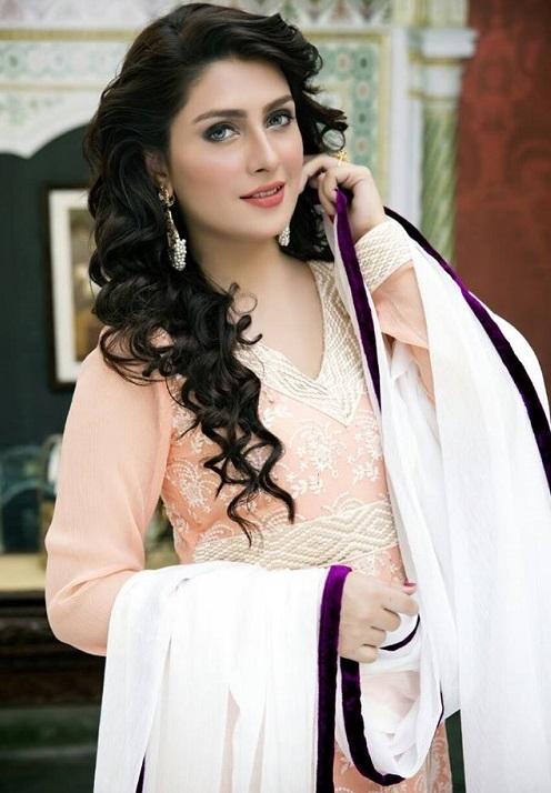 Ayeza-Khan-Biography-and-Profile (1)