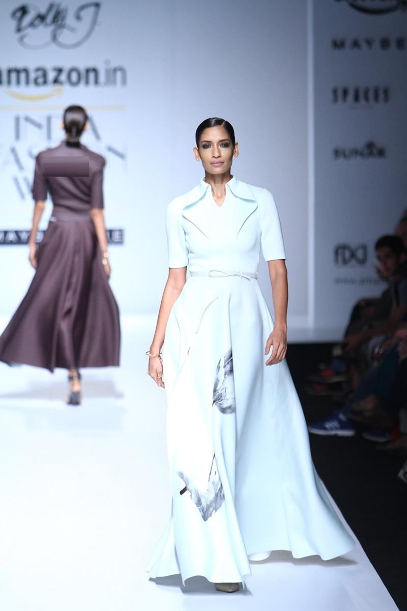 Dolly-J-summer-2016-2017-at-Amazon-India-Fashion-Week (1)