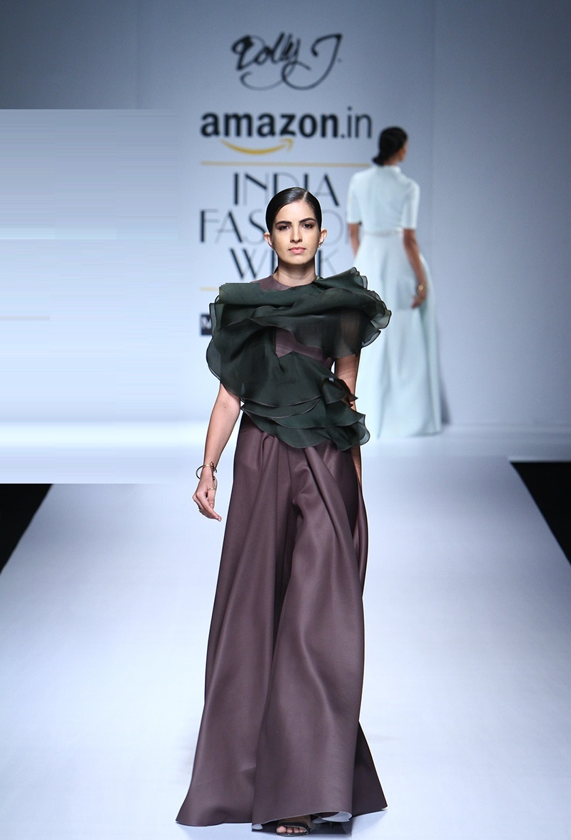 Dolly-J-summer-2016-2017-at-Amazon-India-Fashion-Week (2)