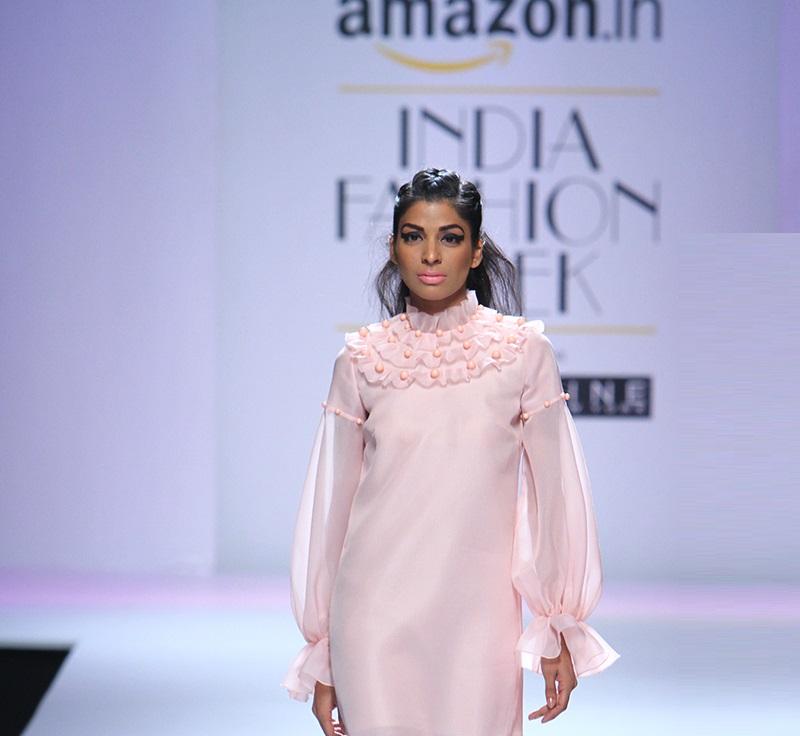 Gauri-and-Nainika-summer-2016-2017-at-Amazon-India-Fashion-Week (1)