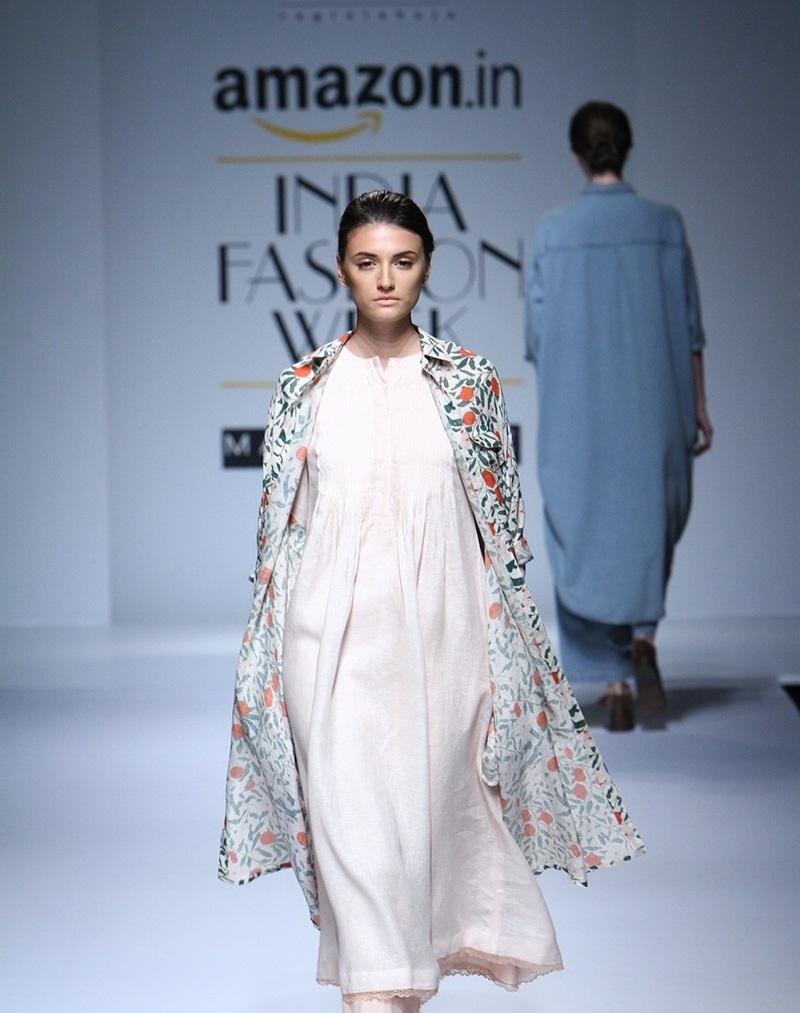 Ikai-by-Ragini-Ahuja-summer-2016-2017-at-Amazon-India-Fashion-Week (2)