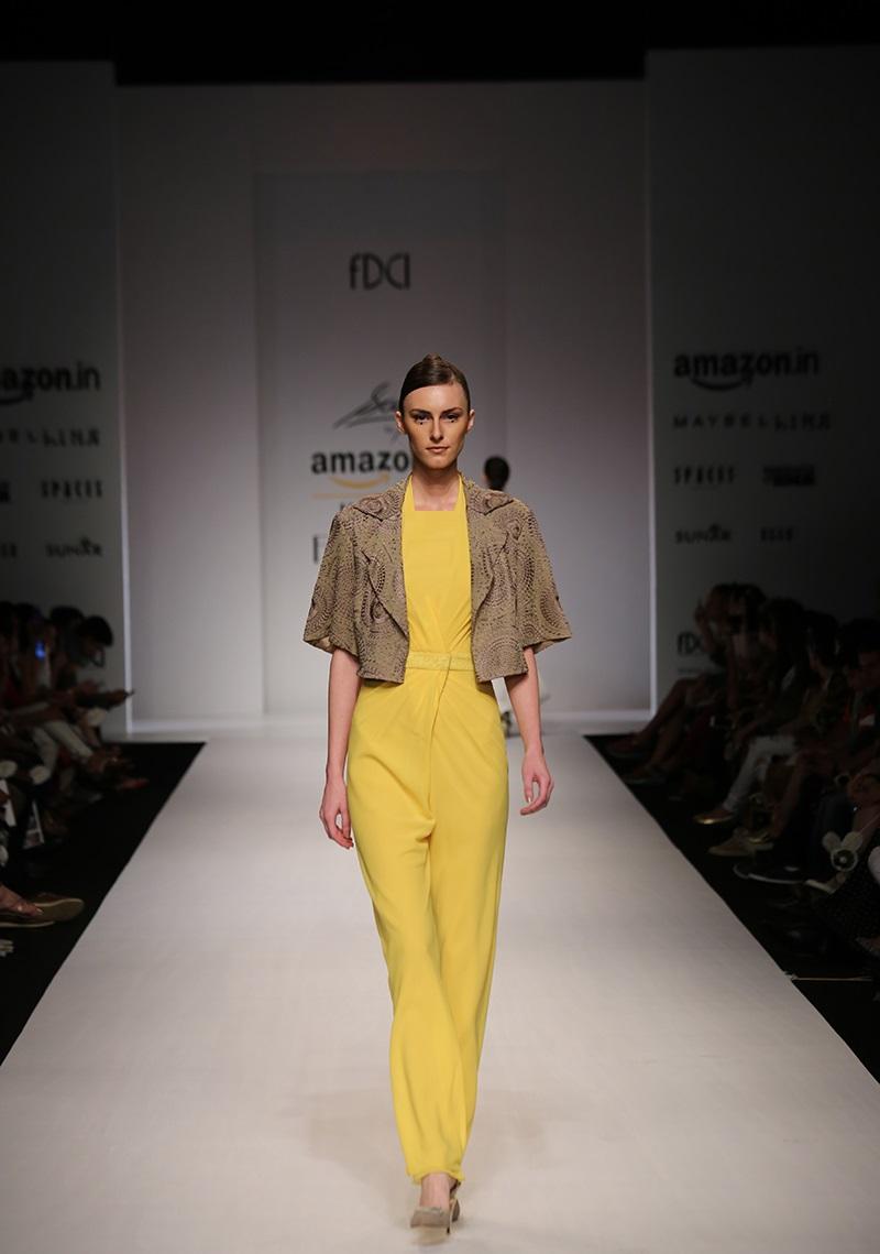 Saaj-summer-2016-2017-at-Amazon-India-Fashion-Week (3)