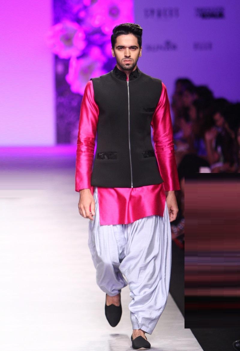 Siddartha-Tytler-summer-2016-2017-at-Amazon-India-Fashion-Week (5)